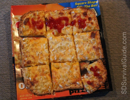 mac-n-cheese-pizza-ketchup